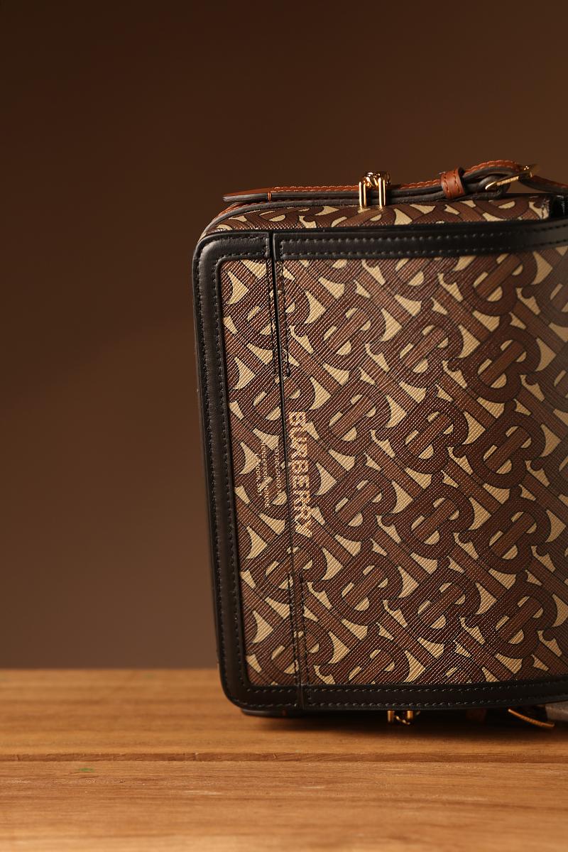 博柏利(Burberry)包包手袋