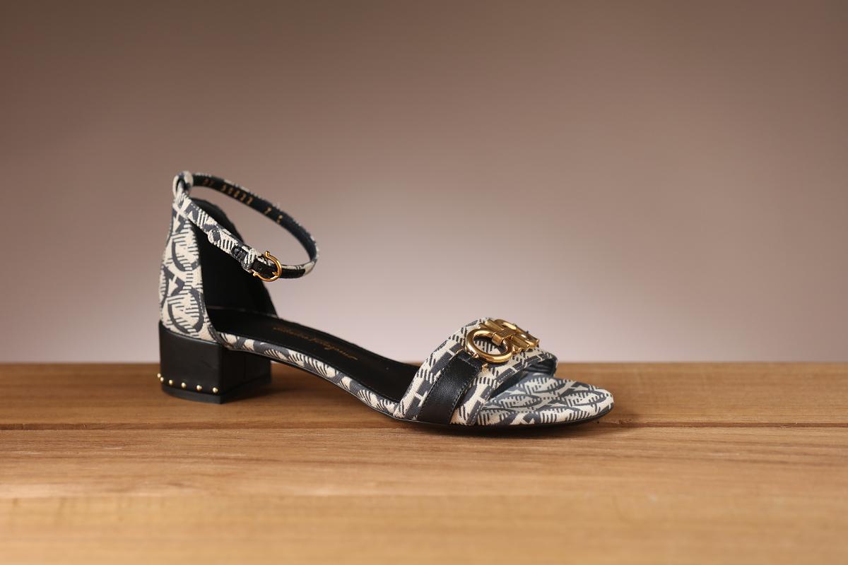 Sapatos Salvatore Ferragamo